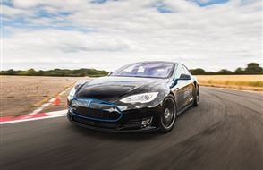 Tesla Model S 'Ludicrous' P90D Thrill Experience from drivingexperience.com